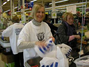 Dr Pamela Young bag packing for Parkinson's