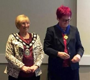 President Ann (l) with Immediate Past President Jane wearing the IPP chain