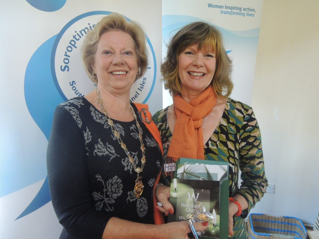 Immediate Past President Diane Steele accepting her gift from Regional President Daphne Dowsing