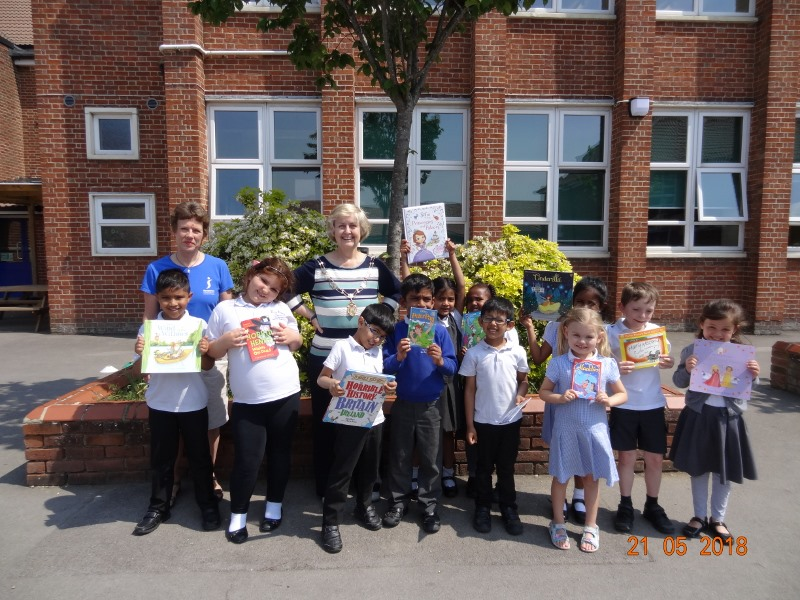 (L-R) SI Swindon Soroptimist Programme Action Officer Lydia Cardew and President Valerie Nuttall and presenting books to the children at Drove School to help celebrate the joy of reading.