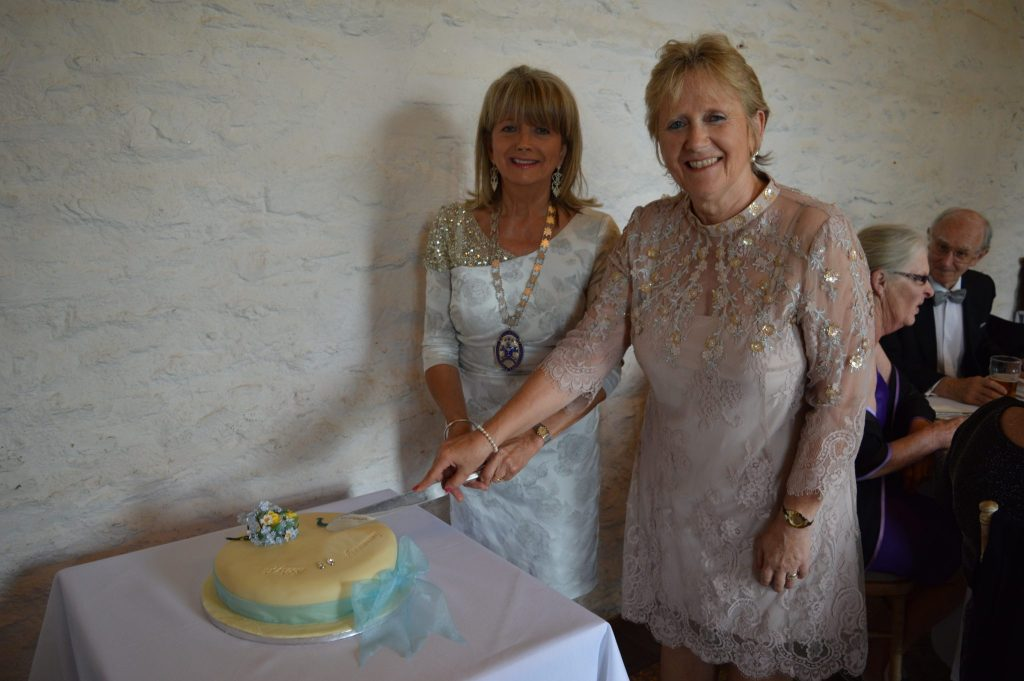 Joint Presidents Rhona Gillmore and Jane Fitzgerald cut the Anniversary Cake